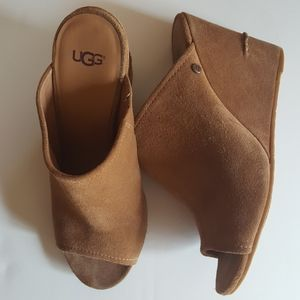 UGG lively Open Toe slip on suede Wedge SZ 9